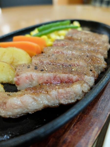筑穂庁舎ふれあいカフェで筑穂牛のステーキをいただきました♪