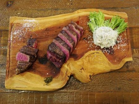 赤崎牛のステーキ2種盛り♪