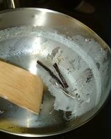 バニラビーンズの鞘だけ捨てて鍋は洗わない