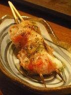 串焼き(モッツァレラトマト巻き)