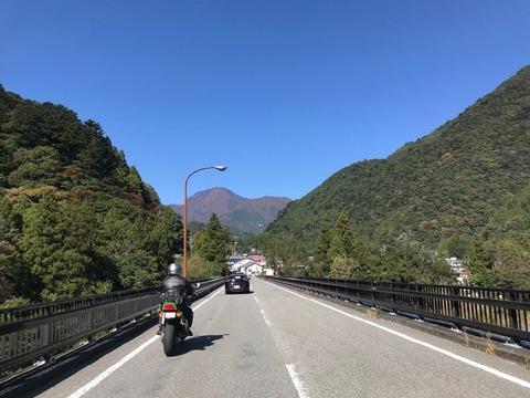 県道77号、388号と乗り継いで井川線沿いに