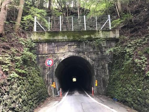 途中でくぐるのは大地野トンネル