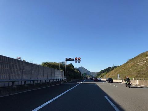 新東名はつい先日から一部区間で最高速度が110km/hに