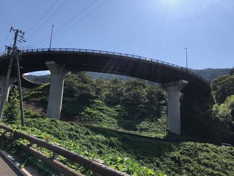 花の丘ループ橋はやや過剰設備