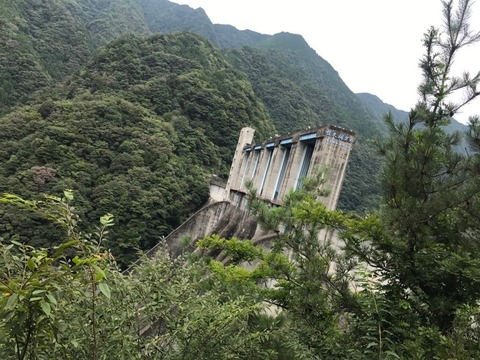 トンネルをくぐってくぐって、行き着く先は佐久間ダム