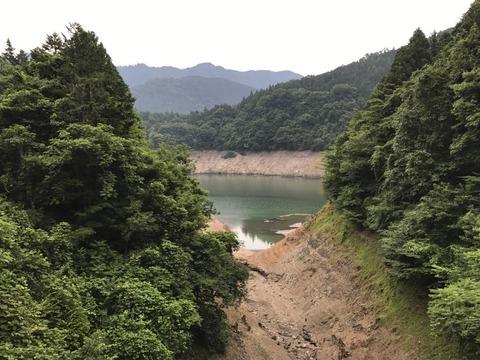 水量のとっても少ない宮ヶ瀬湖