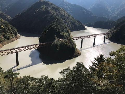 長島ダムを越えて、奥大井湖上駅