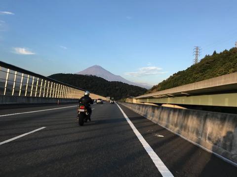 夕焼けに染まりつつある富士山もなかなか