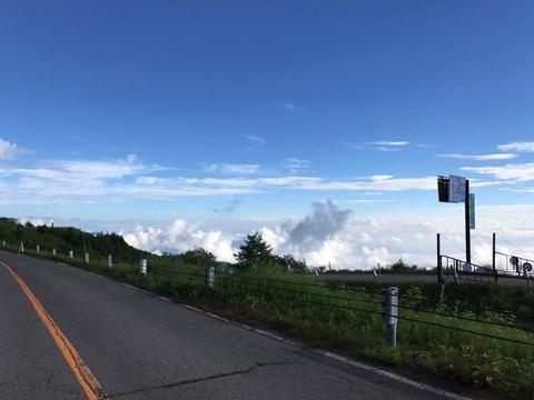 美ヶ原の北側にたれ込める低い雲