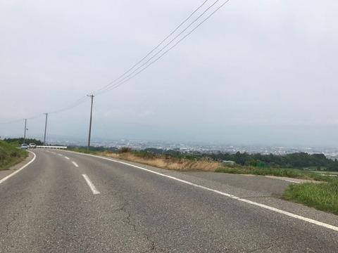 県道63号は諏訪湖を見下ろす絶景地