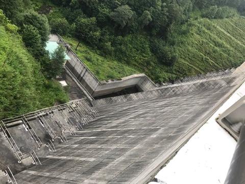 琴川ダムの点検通路は面白い造形