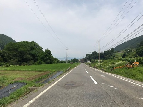 いきなり視界が開けて平地になるのは長野の道の特徴