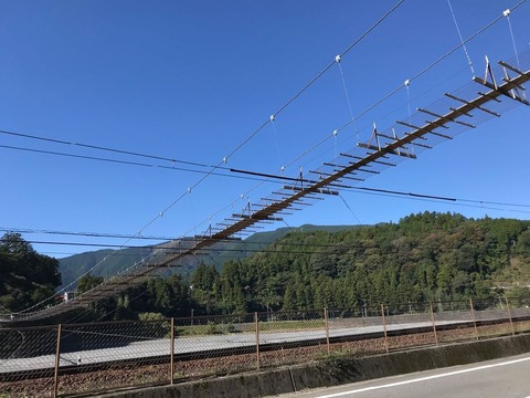 恋金橋こと塩郷の吊り橋。正式名称は久野脇橋。