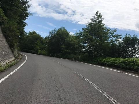 二度上峠は、道幅も広く路面も綺麗で、景色もよい快走路