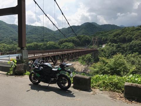 川俣大橋のほとり