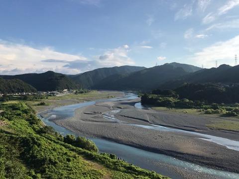 神尾〜福用のあたりには川を見下ろす絶景ポイントも