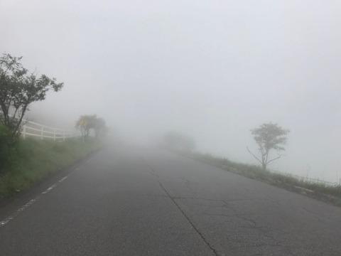 霧降高原道路のやばい濃霧