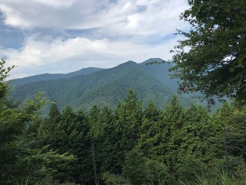 三峰神社には寄らず、景色を眺める