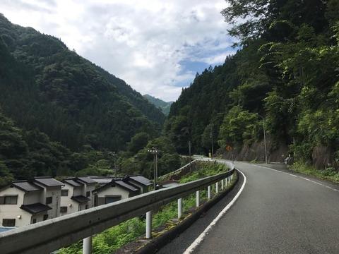 県道1号が通行止のため県道426号で西へ迂回