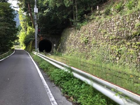 大井川鉄道井川線と並行してどんどん進む