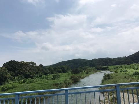 都幾川を渡る橋から見下ろす河川敷