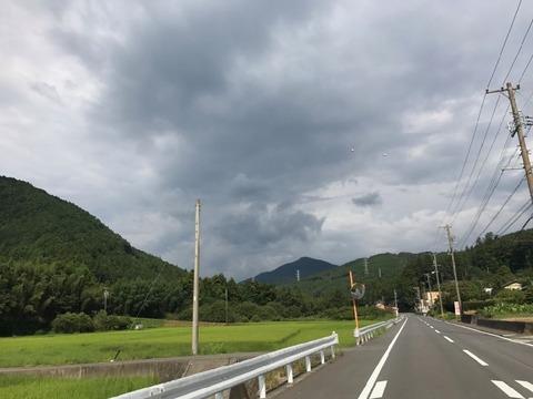局所的な雨雲が西から迫ってきた・・・