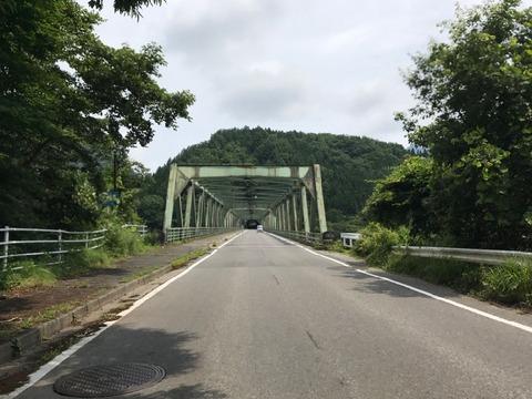 青柳大橋で黒部ダム湖をひとまたぎ