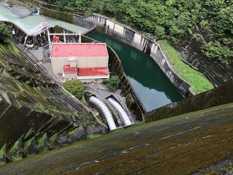 井川ダムはなかなか迫力のある高低差
