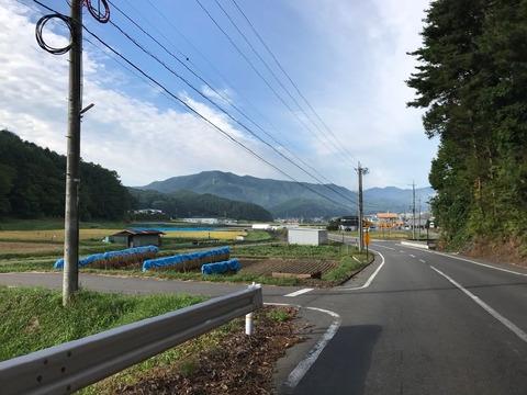 岡谷からは県道254号で西へ。天気は申し分ない秋晴れ