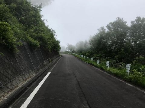 奥志賀スーパー林道 途中から霧の中・・・