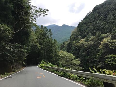 水窪をすぎたら飯田線と離れ、山をぐるっと回り込んで天竜川沿いに