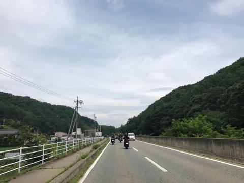 相木川沿いにゆったりと広い道を通り抜け小海へ