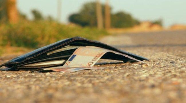 【鳥取県】パチ屋のトイレに置き忘れた財布から現金とICコインを抜き取った消防士の男(32)を停職3ヶ月。盗んだICコインを使おうとしたところ機械が動作せず店員を呼び盗みが発覚!