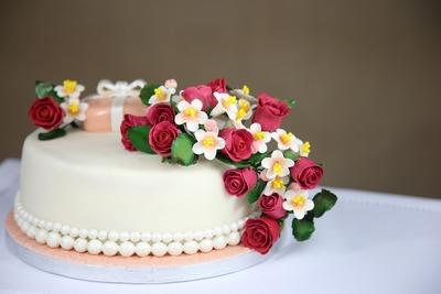 cakes-1681543_1920
