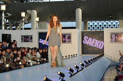 LUCUA×Sweet 大阪駅イベント:ファッションショー 紗栄子も登場!