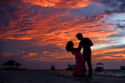 man-and-woman-on-beach-during-sunset-1024963