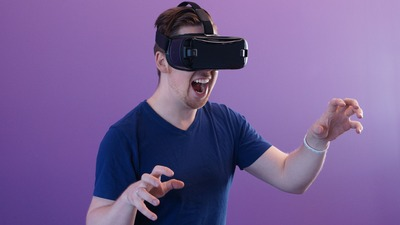 man-wearing-black-virtual-reality-goggles-1261824