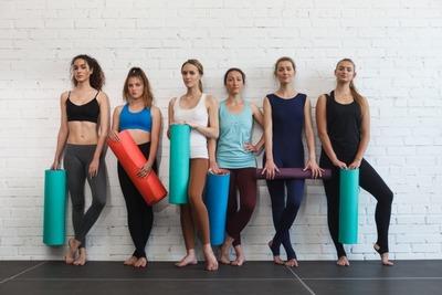 �運動する女性
