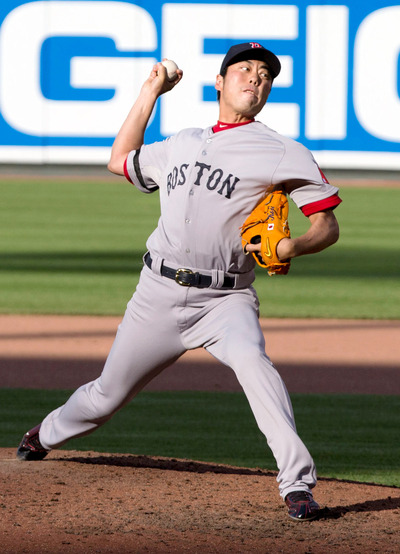 Koji_Uehara_2_on_June_15,_2013(crop)