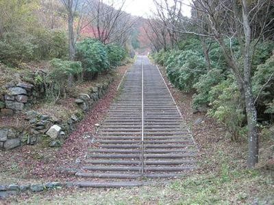 220段の長大階段となったインクライン(Web用)