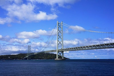 800px-明石海峡大橋と淡路島を臨む