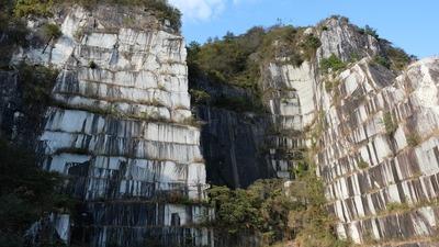 世界で唯一の風景が目の前に。茨城県笠間市にある日本最大の採石場「石切山脈」を体感するプレミアムツアーがスタート。