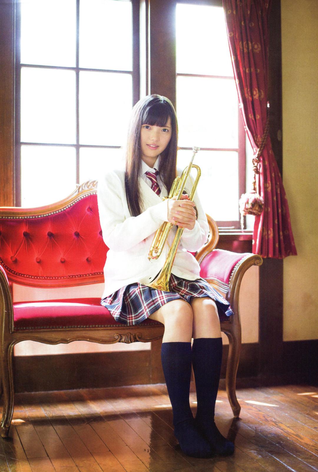 上村莉奈の制服画像