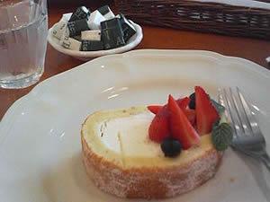イチゴロールケーキ