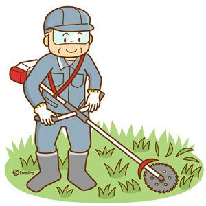 草刈り機で除草する男性