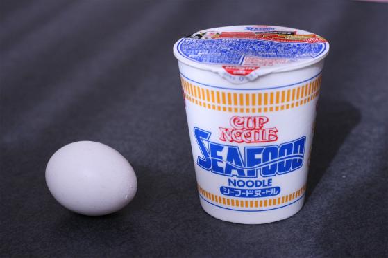 シーフードヌードルと卵