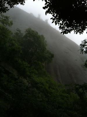 岩殿山_鏡岩絶壁