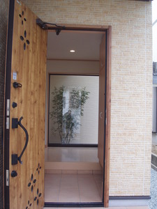 玄関から見える植栽