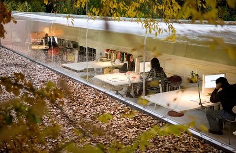 透明トンネルの家