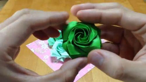 すべての折り紙 折り紙 バラの花束 : 四角い折り紙でバラの花を作る ...